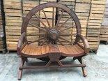 Unieke-zware-houten-Wagenwiel-bank